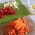 Ingrediente tocate pentru mâncare de fasole teci cu piept de pui