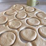 Forme pentru gogoși pufoase la cuptor cu finetti și nucă de cocos