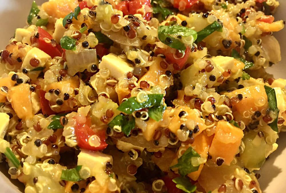 Salată de toamnă cu quinoa și cartof dulce