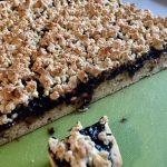 Prăjitură cu gem și aluat ras, de post, secțiune